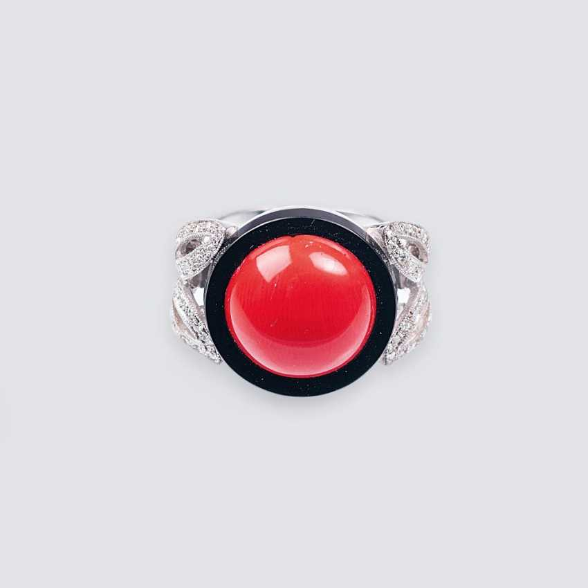 Ring with coral, onyx and diamonds - photo 1
