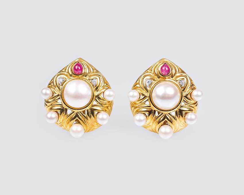 Pair of vintage gold clip-on earrings with pearls, diamonds and rubies - photo 1