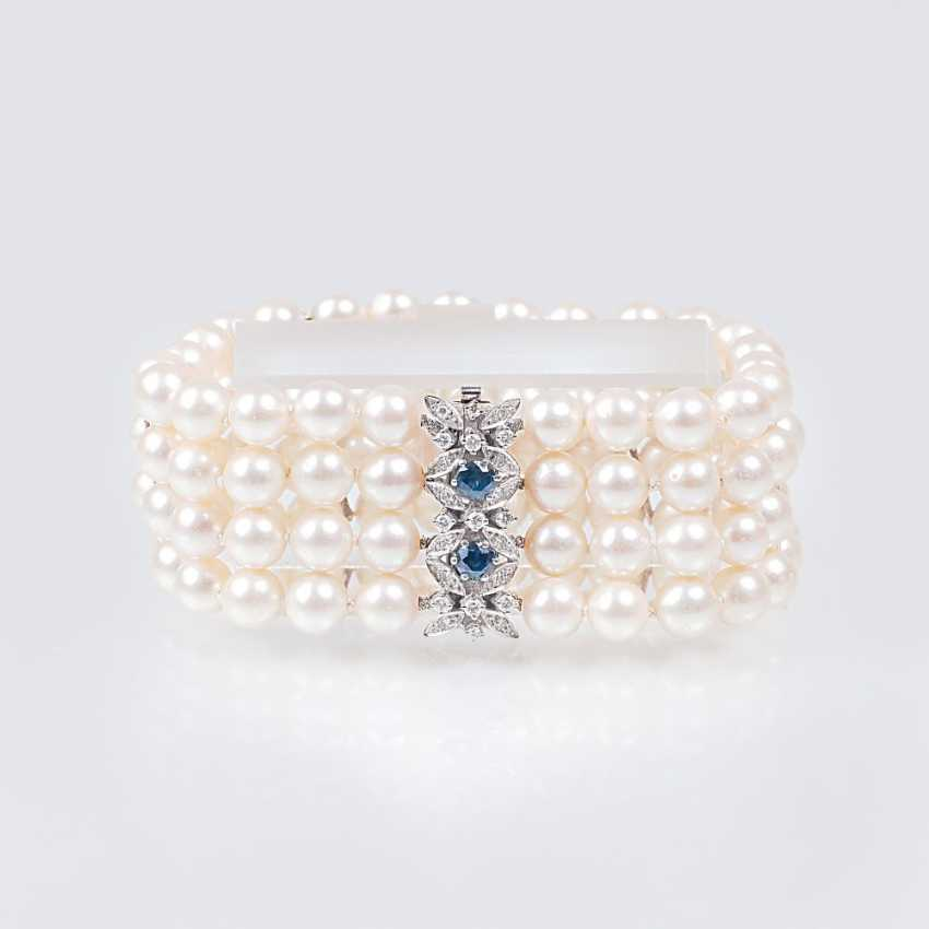 Pearl bracelet with sapphire and diamond clasp - photo 1
