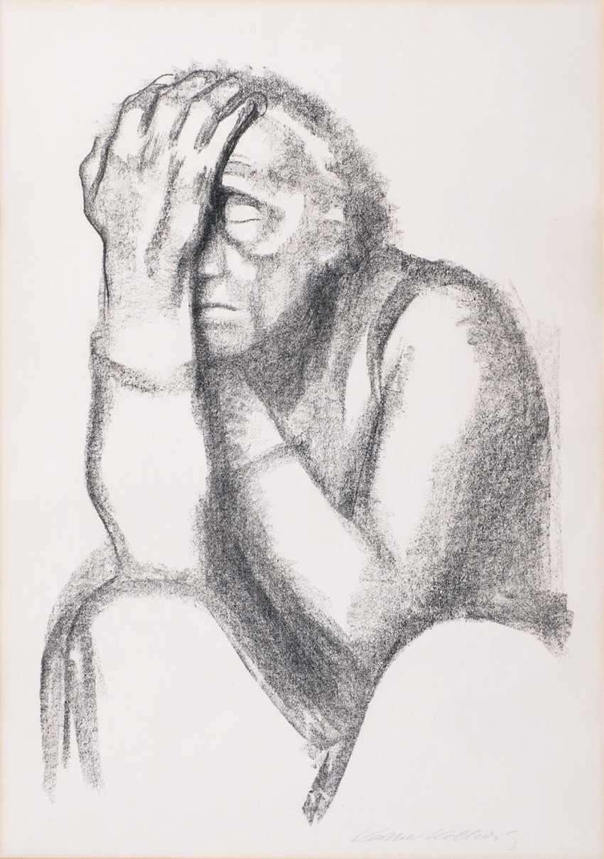 Thoughtful woman - photo 1
