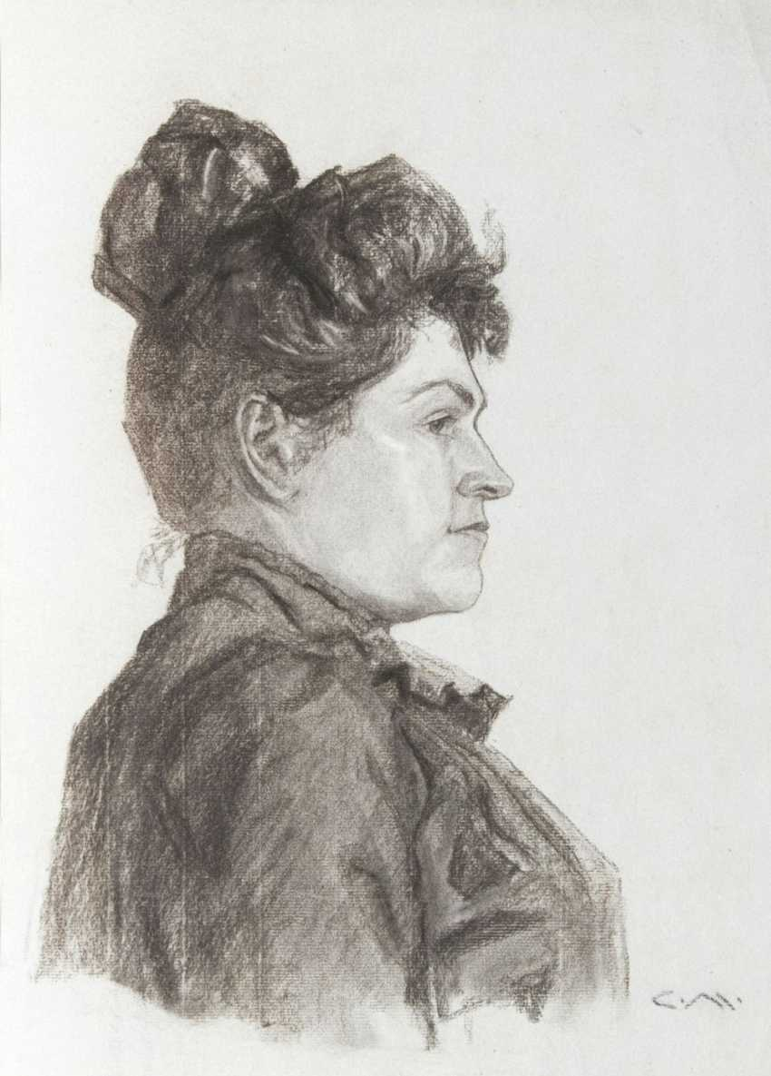 Woman in profile - photo 1