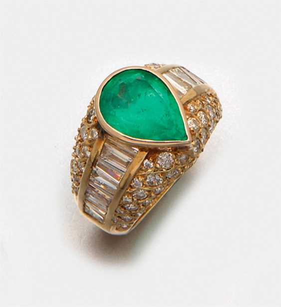 Sophisticated emerald ring with diamonds - photo 1