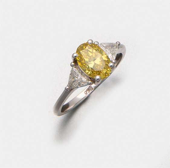 Very fine fancy vivid yellow diamond solitaire ring - photo 1