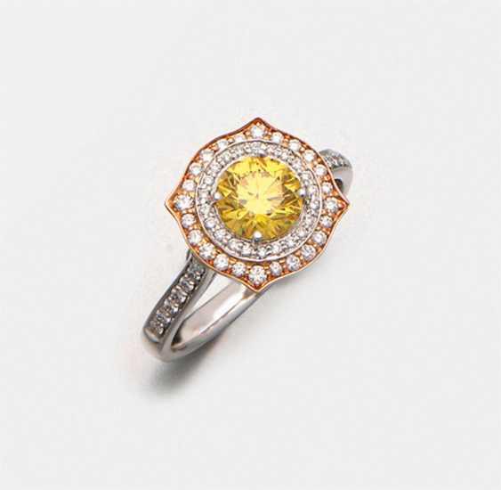 Eleganter Fancy-Vivid-Yellow-Brillantring - photo 1
