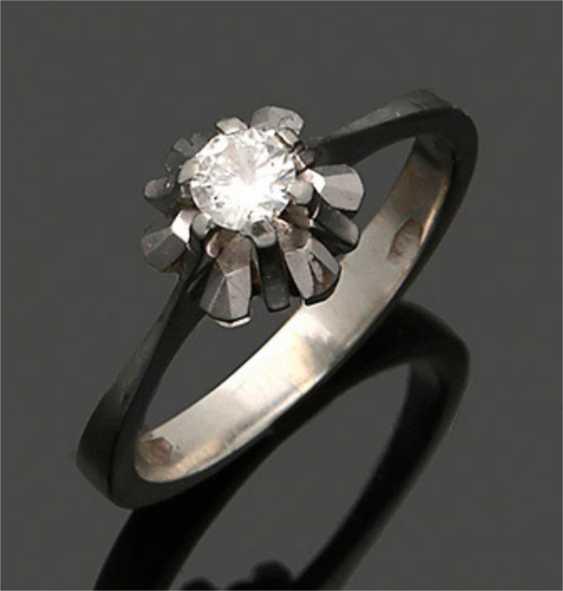 Diamond solitaire ring - photo 1