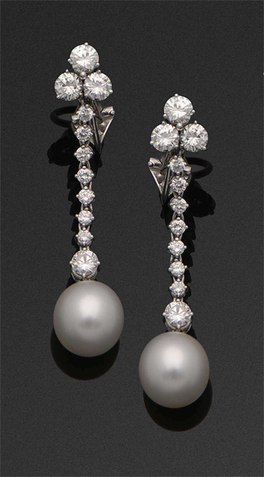 Pair of very fine diamond pearl earrings - photo 1