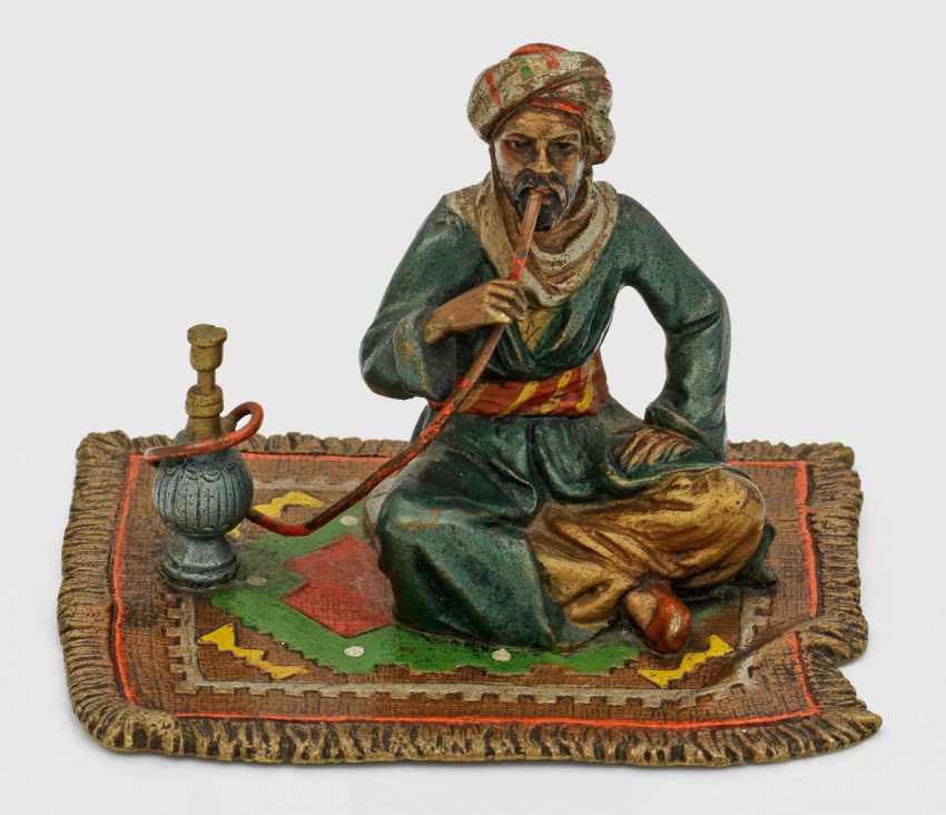 Araber mit Wasserpfeife - photo 1