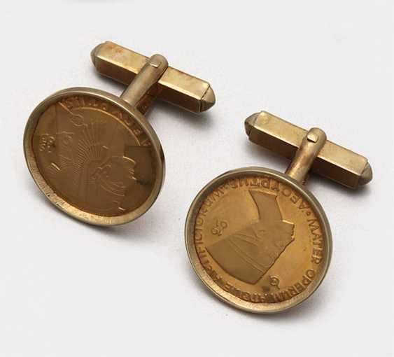Pair of coin-operated cufflinks from 1961 - photo 1