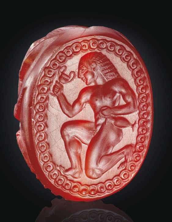 A GREEK CARNELIAN SCARAB WITH A RUNNING YOUTH - photo 1