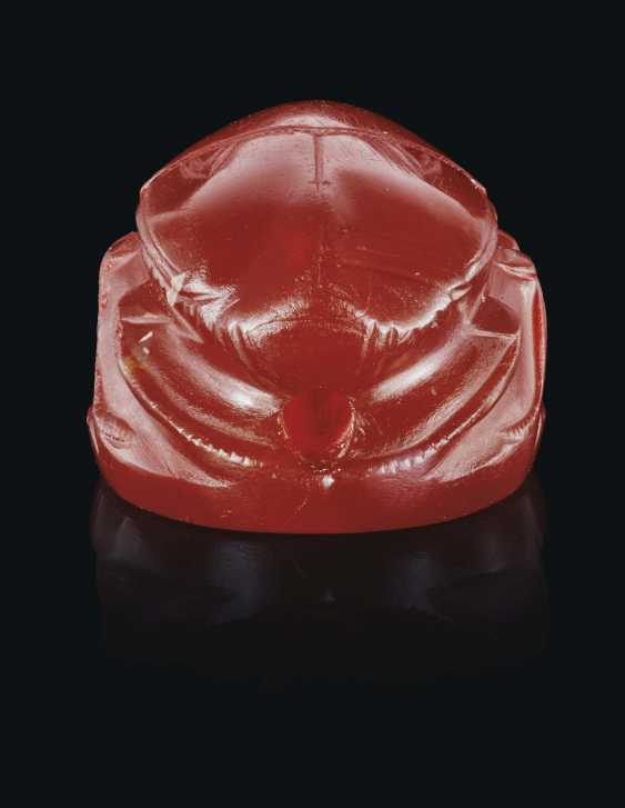 A GREEK CARNELIAN SCARAB WITH A RUNNING YOUTH - photo 3