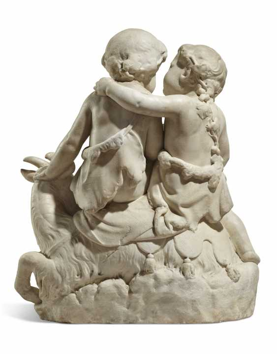 A FRENCH WHITE MARBLE FIGURAL GROUP OF TWO CHERUBS - photo 4