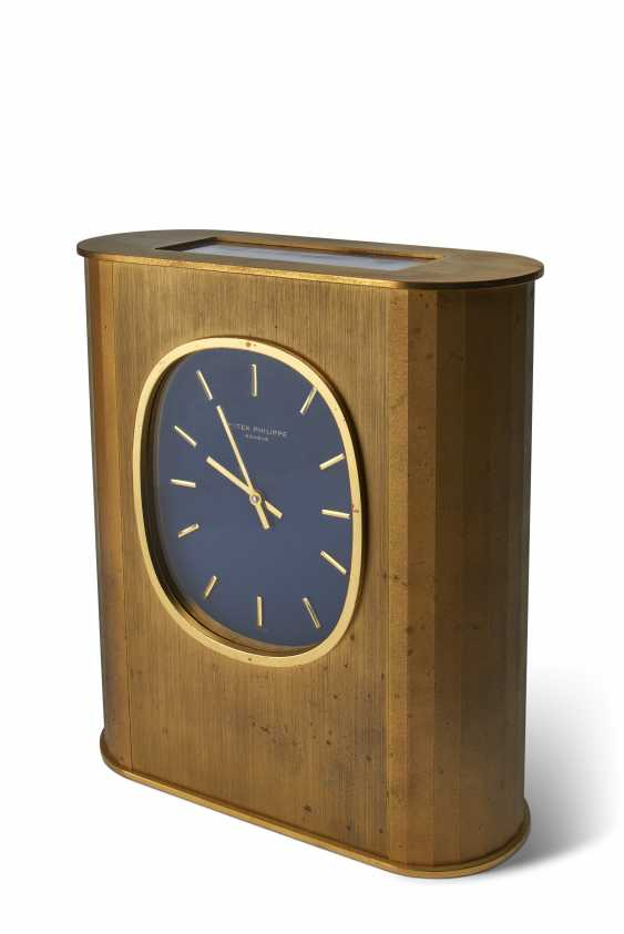 "PATEK PHILIPPE, SOLAR-POWERED DESK CLOCK, GILT BRASS, ""ELLIPSE D'OR"", REF. 1505E - photo 1"