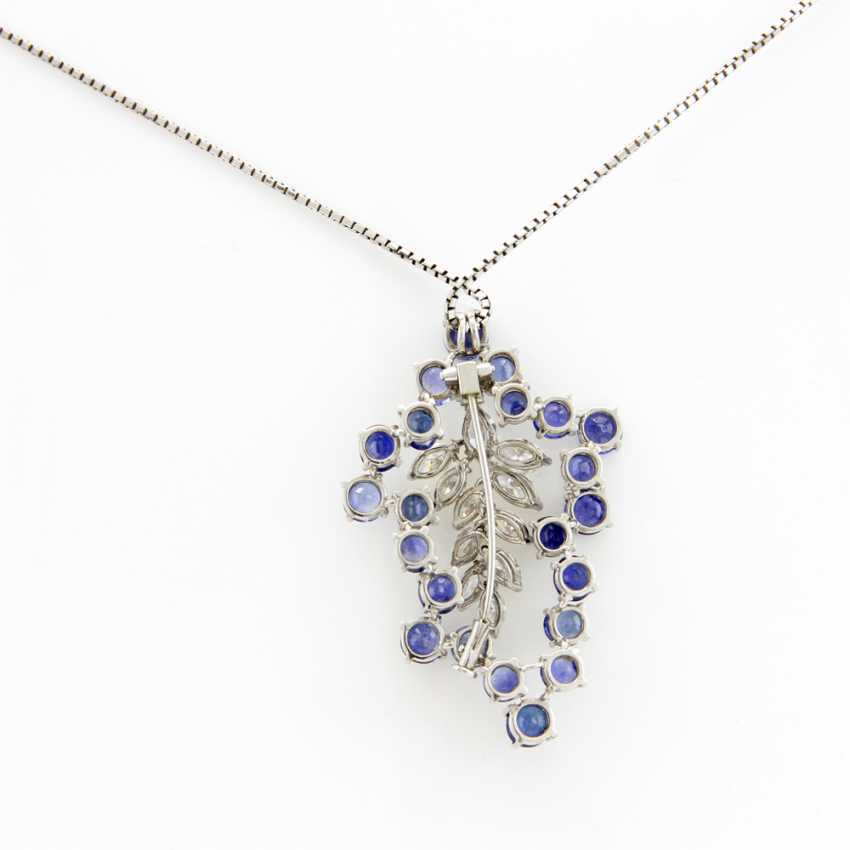 Pendant / brooch in platinum/WG alloy (no hallmark), Venetian chain WG 18 K set with 22 fac. Safiren and Diam.-Navette assy. approx. 2,1 ct Weiß / vs-si and 1 Brill. approx 0,08 ct, White / si.