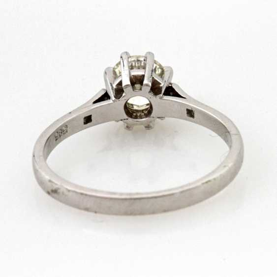 Ladies ring solitaire WG 14k