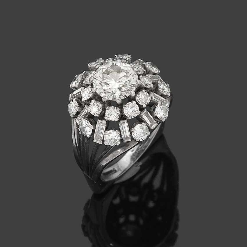 Cocktail ring with brilliant solitaire - photo 1