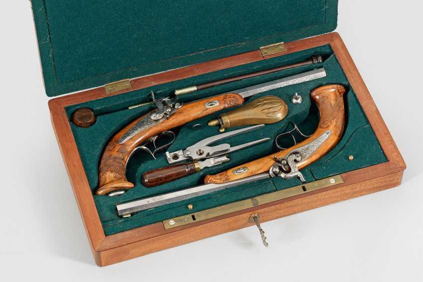 Pair of percussion dueling pistols in Original wood box - photo 1