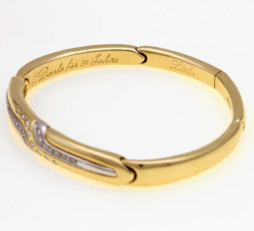 Bangle GG/WG 18 K bes. with a 24-Brill. assy. approximately 0.4 ct, sockets, brass part, dedication engraving, Ottto core;