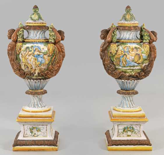 Pair of monumental cover vases with pedestals - photo 1