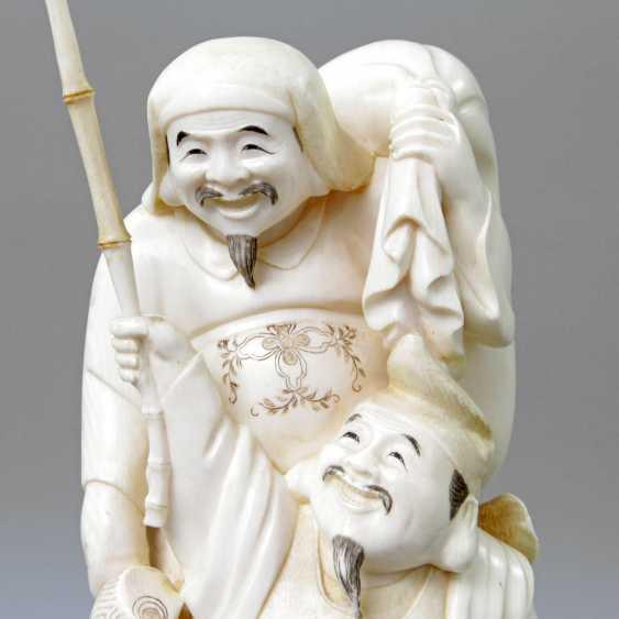 Okimono mit Ebisu und Daikoku aus Elfenbein. JAPAN, 1. Hälfte 20. Jahrhundert - photo 6