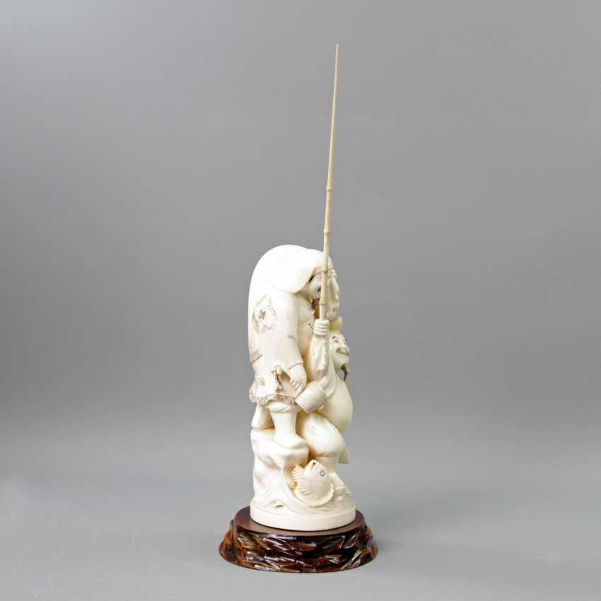 Okimono with Ebisu and Daikoku in ivory. JAPAN, 1. Half of the 20. Century.
