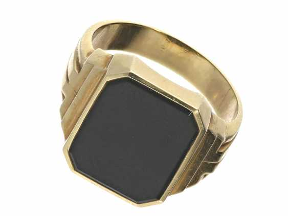 Ring: a classic signet ring with Onyx, 14K gold forging work - photo 1