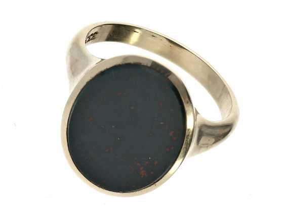 Ring: unworn gold wrought ring with large Jasper stone-plate - photo 1