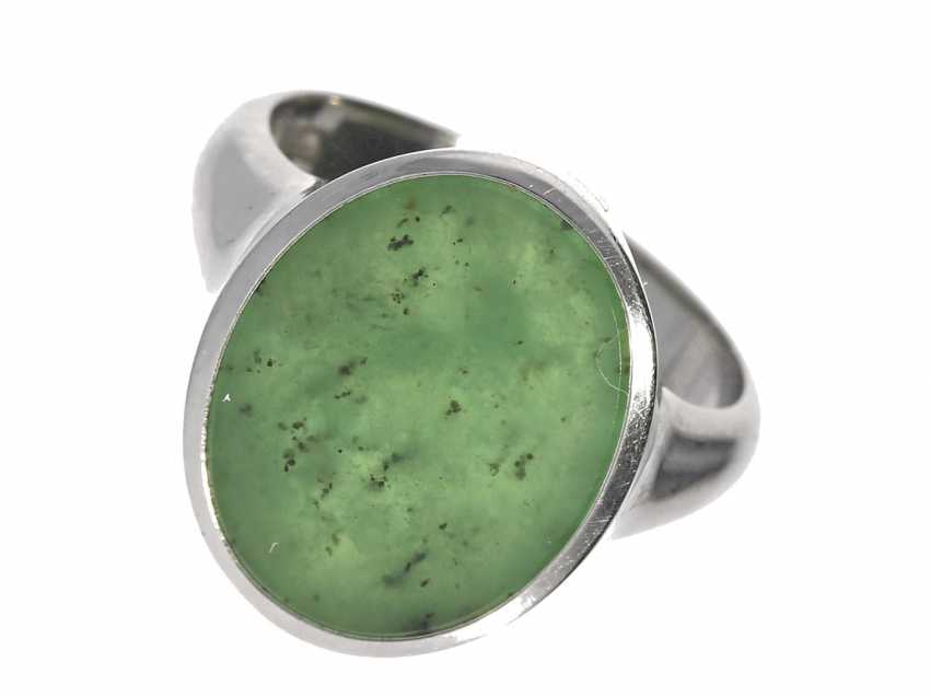 Ring: high quality vintage gold wrought ring with Russian Jade, handmade in 18K white gold - photo 1