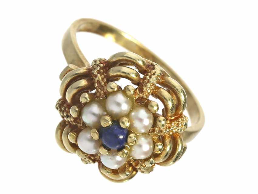 Ring: a decorative and elaborately carved, vintage gold wrought ring set with pearls and lapis lazuli - photo 1