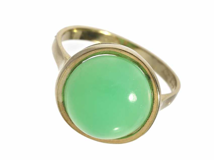 Ring: vintage gold wrought ring set with a beautiful chrysoprase - photo 1
