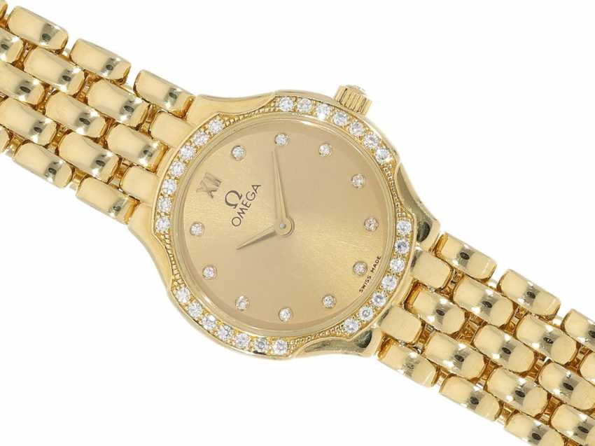 Wrist watch: a classic, very valuable 18K Gold ladies watch from Omega, a luxury version with diamond setting, very well maintained condition - photo 1