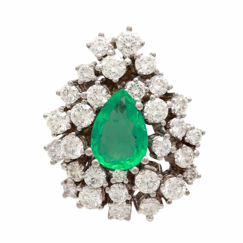 Pendant in drop shape with emerald and diamonds - photo 1