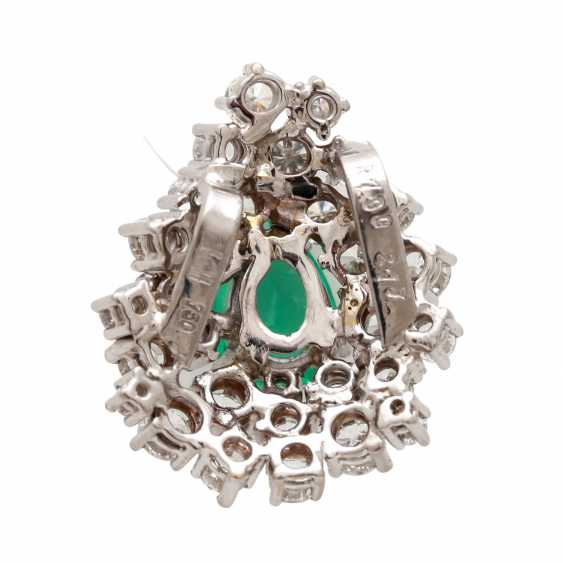 Pendant in drop shape with emerald and diamonds - photo 4