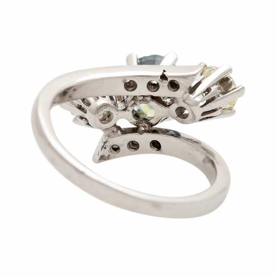 Ring with 1 sapphire, 2 brilliant-cut diamonds - photo 4