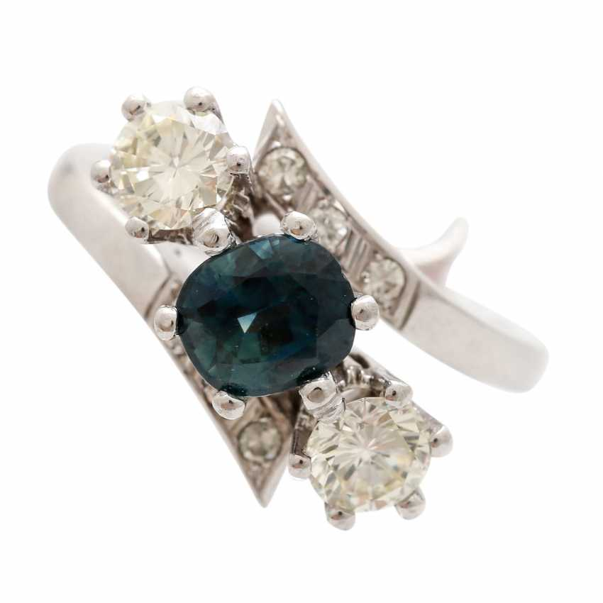 Ring with 1 sapphire, 2 brilliant-cut diamonds - photo 5