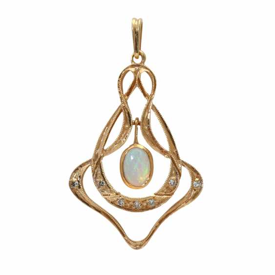 Pendant with oval opal cabochon - photo 1