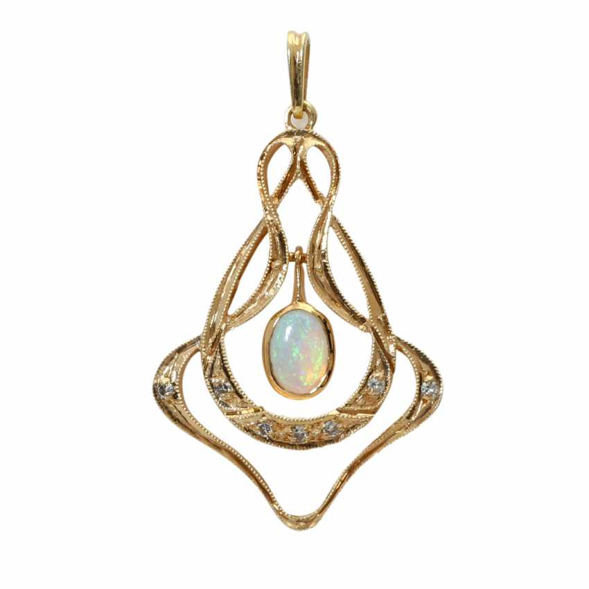 Pendant with oval opal cabochon - photo 2