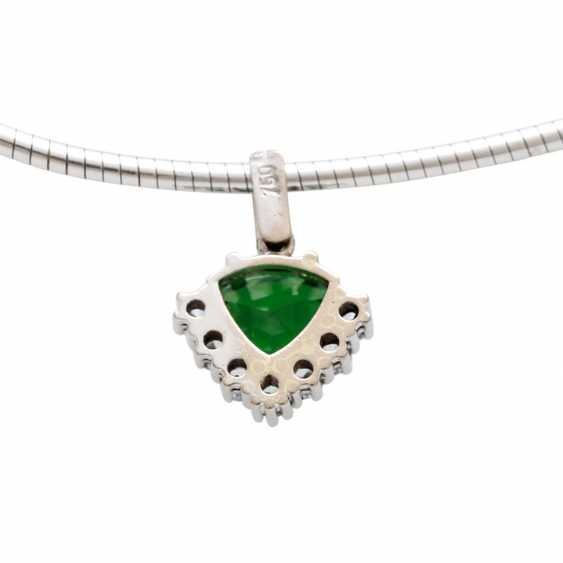 Pendant studded with 1 tsavorite in triangle cut diamonds, - photo 3
