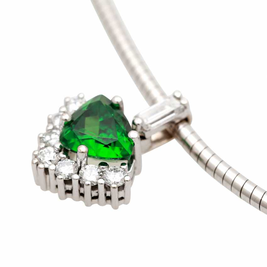 Pendant studded with 1 tsavorite in triangle cut diamonds, - photo 5
