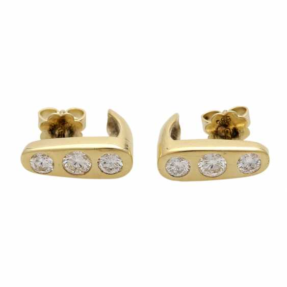 Stud earrings with 3 diamonds - photo 1