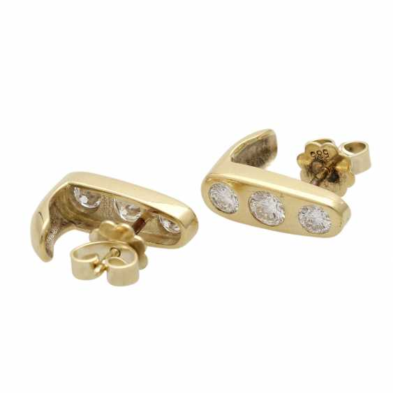 Stud earrings with 3 diamonds - photo 3