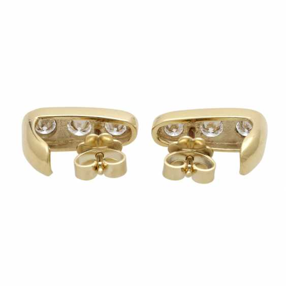 Stud earrings with 3 diamonds - photo 4
