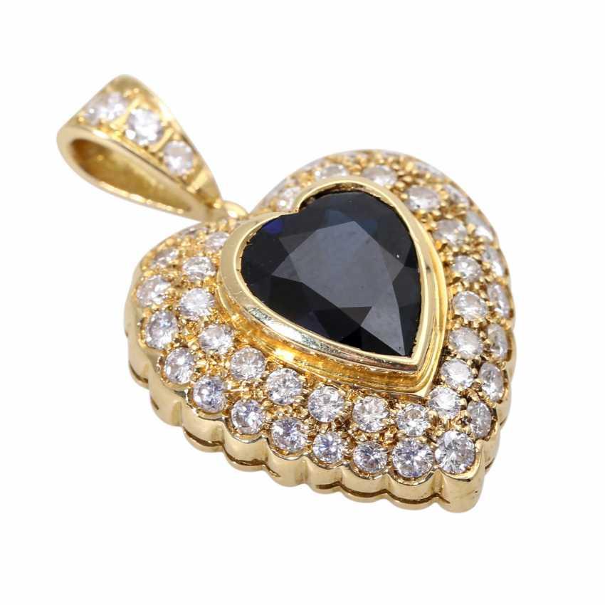 Heart pendant with 1 sapphire, entouriert of 48 brilliant-cut diamonds - photo 3