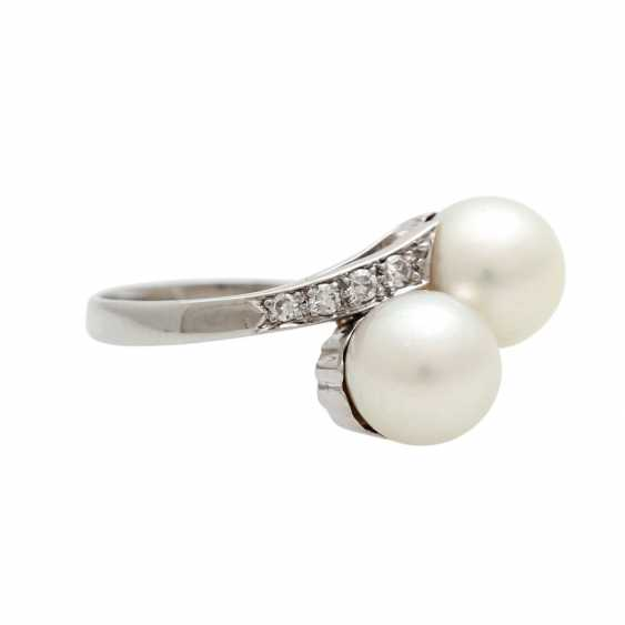 Ring with 2 cultured pearls and diamonds - photo 2