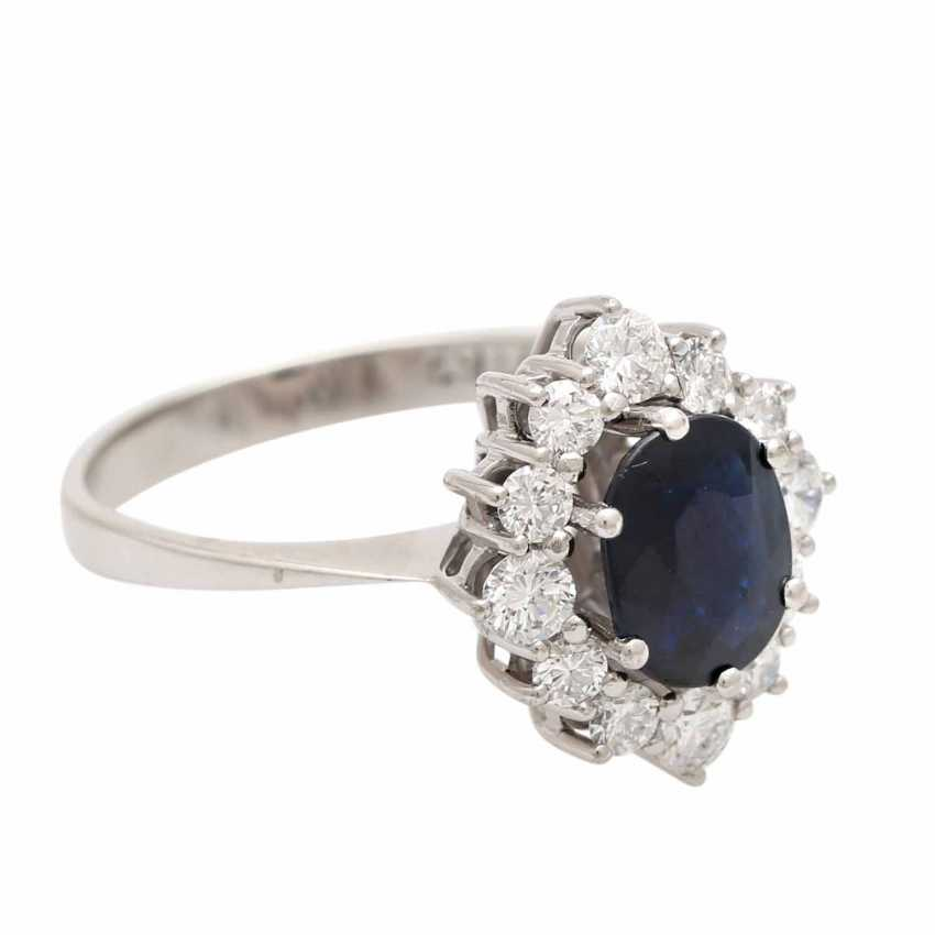 Ladies ring studded with 1 ovalfac. Sapphire approx 1,63 ct - photo 2
