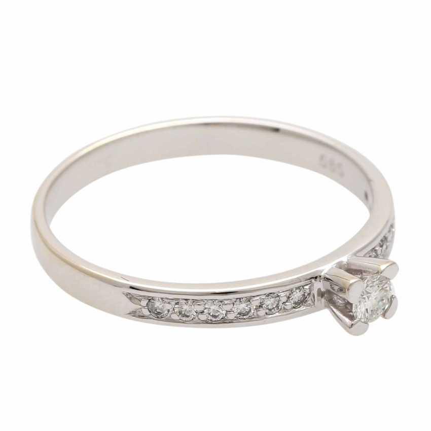 Ladies ring studded with 1 diamond - photo 2