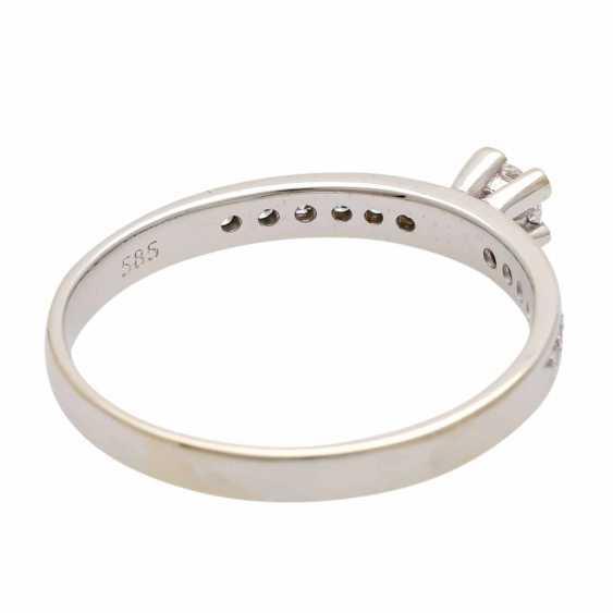 Ladies ring studded with 1 diamond - photo 3