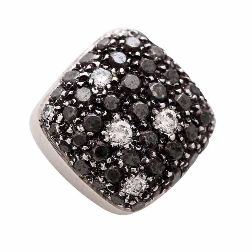 Stud earrings (Pair) studded with black diamonds - photo 6