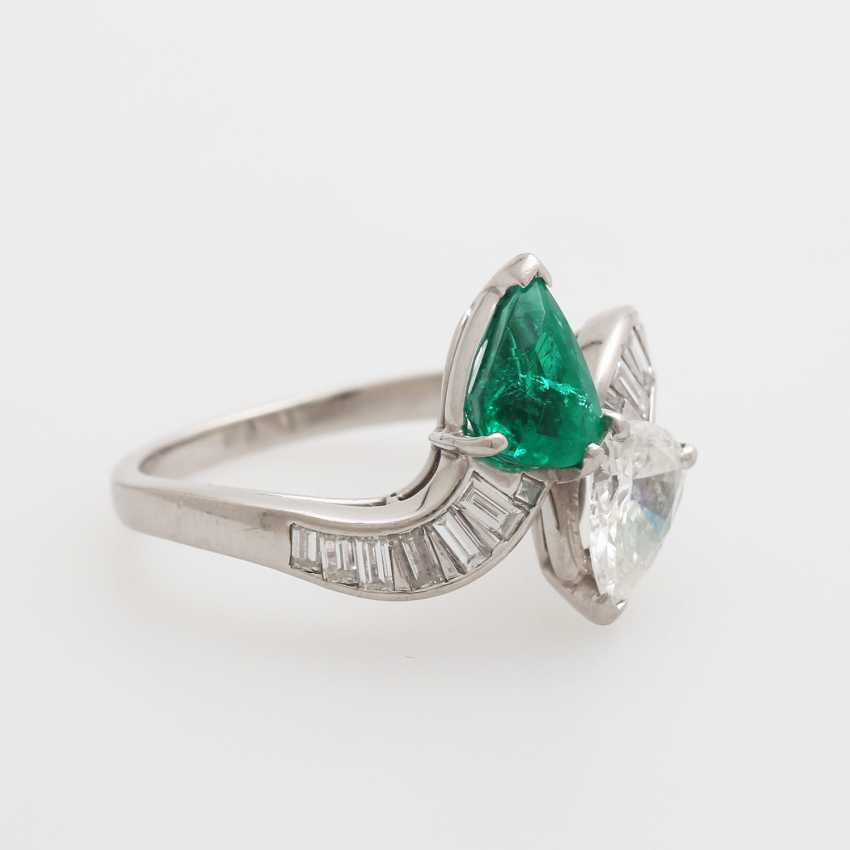 Ladies ring set with an emerald drop - photo 2