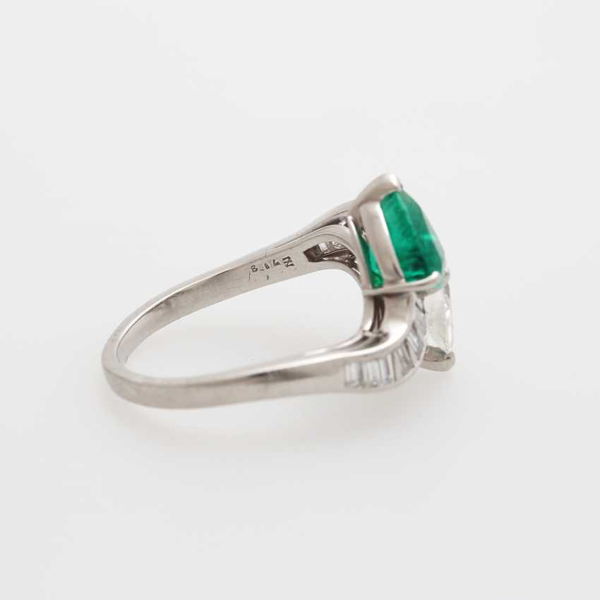 Ladies ring set with an emerald drop - photo 3