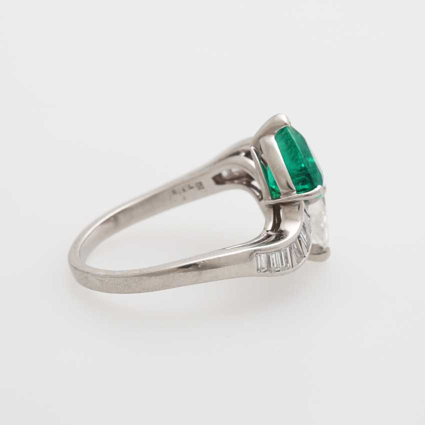 Ladies ring set with an emerald drop - photo 4